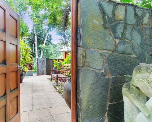 Luxury Accommodation Cairns Entrance Wanggulay