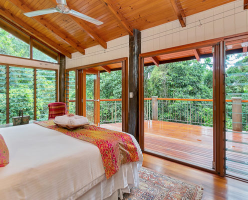 Luxury Master Bedroom in the Rainforest Retreat Wanggulay